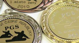 rytí a gravírování v medaili